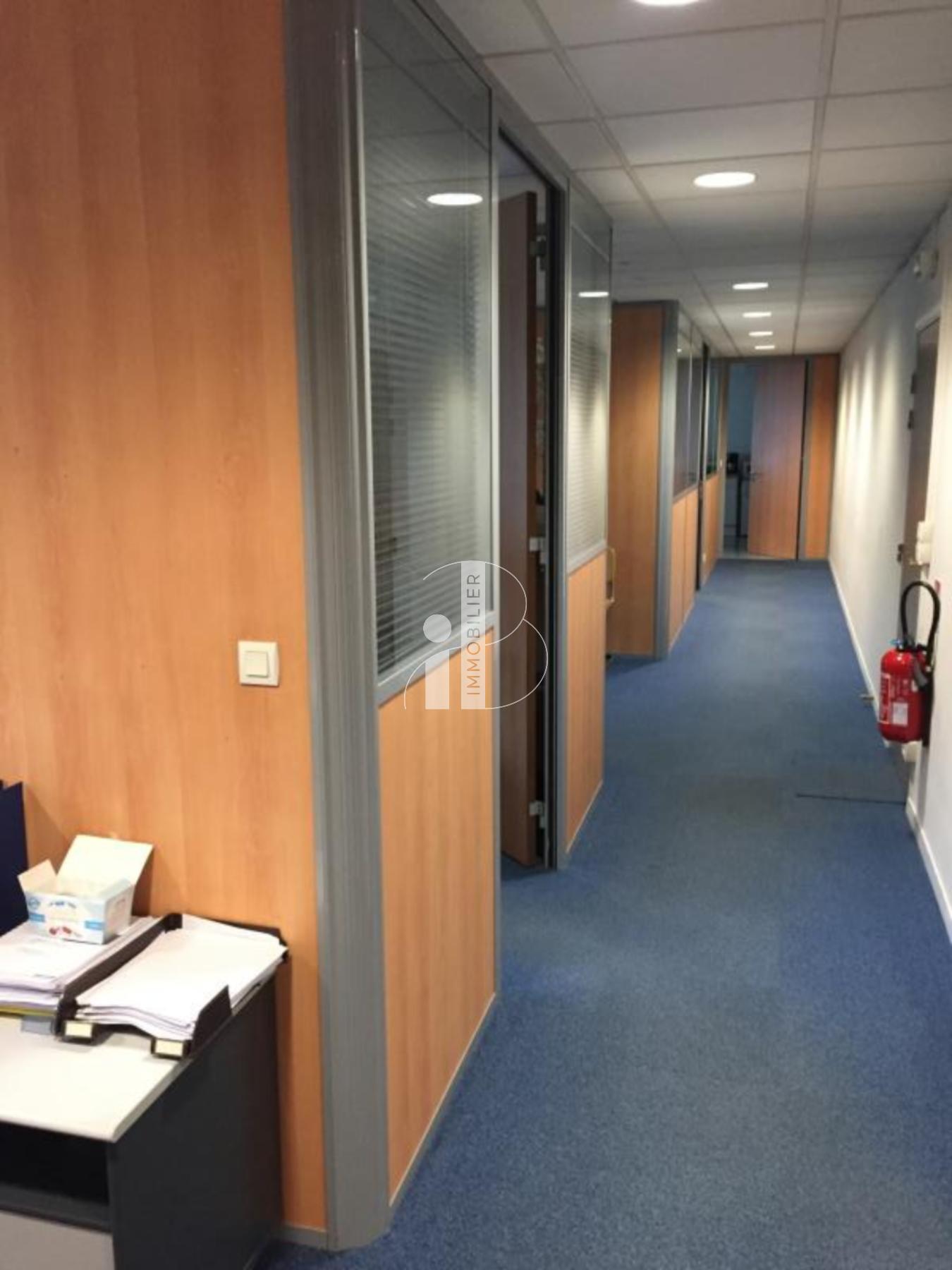 AVON GARE PLATEAU DE BUREAUX DE 277 M² A LOUER - Bureau Local Entrepôt